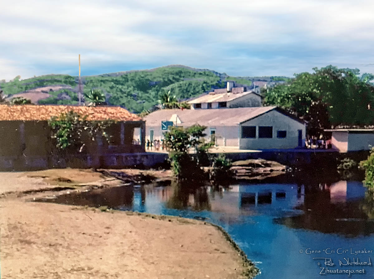 Palacio Federal and Vicente Guerrero school beside La Boquita lagoon